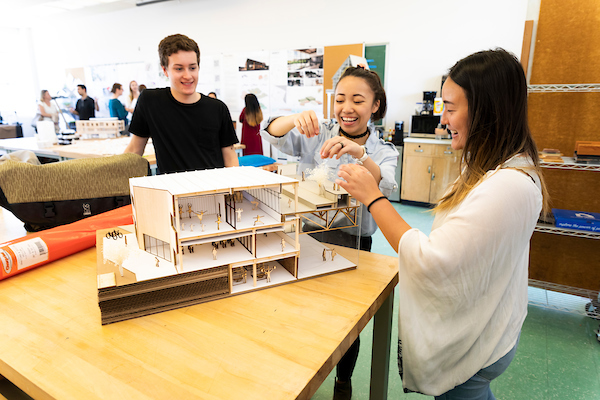 architecture students will model building