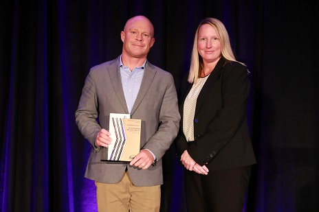 Scott Kelting, left, and an unidentified woman, as he receives an Outstanding Education Award at a show in Las Vegas.