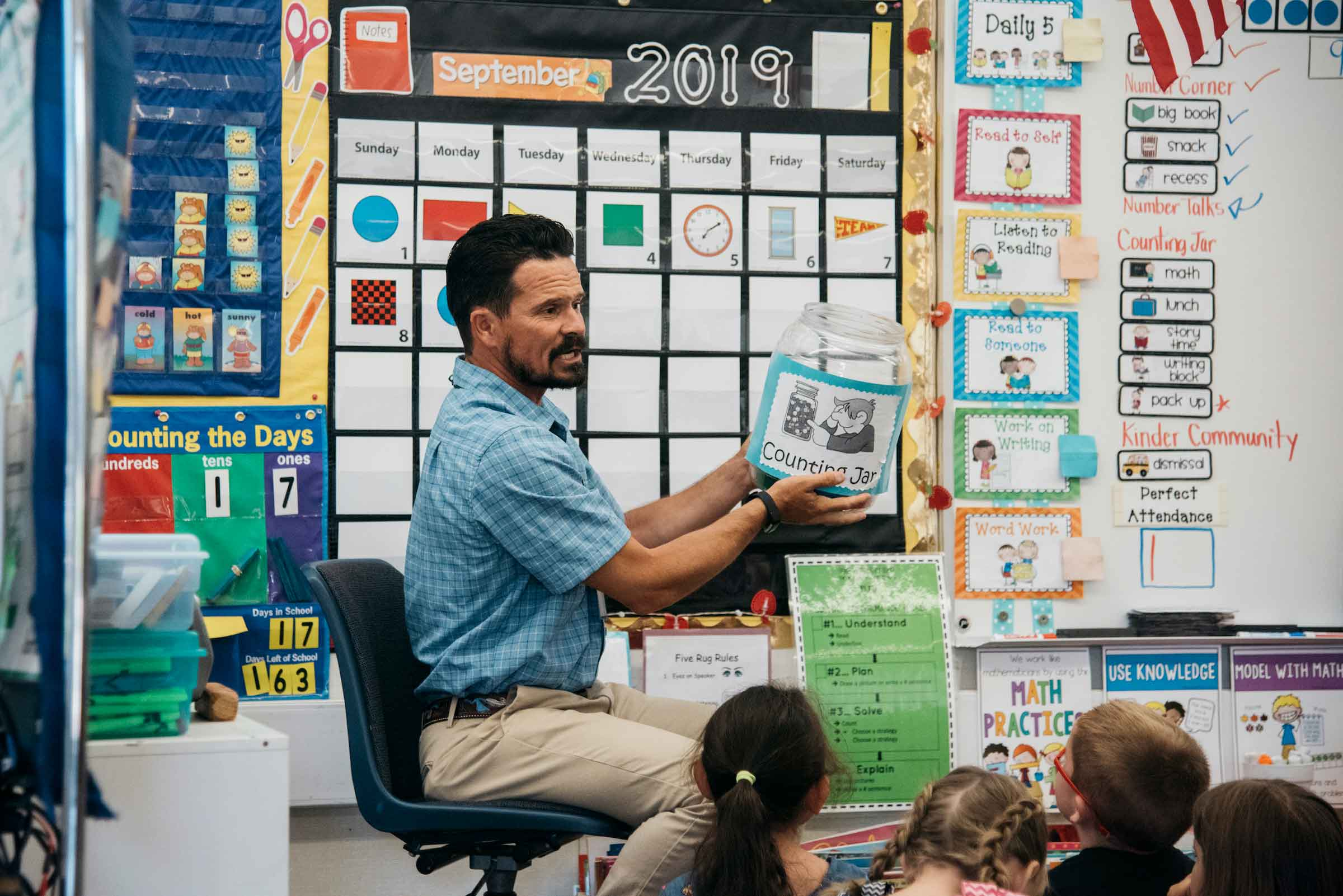 A bilingual teaching credential candidate teaching in the classroom. (Photo was taken prior to the Coronavirus pandemic).