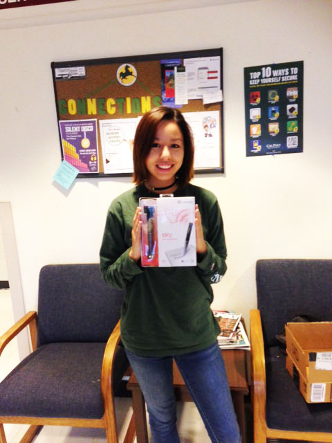 Winner of the 2015 Student Satisfaction Survey holding her new Livescribe smartpen