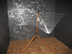 A log-periodic 50-1300MHz antenna