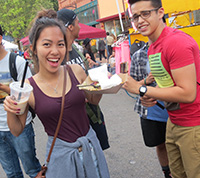 SI Students at Farmer's Market 2015