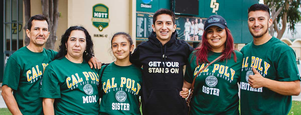 Cal Poly Proud Family portrait
