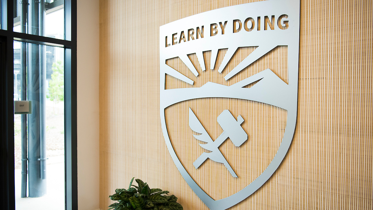 Cal Poly Learn by Doing shield